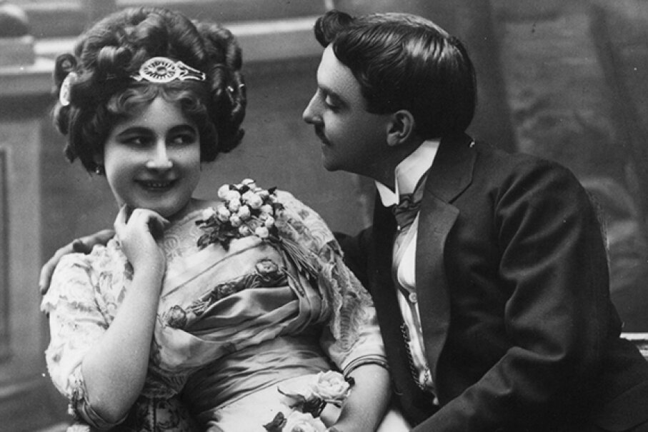 He's breaking about 50 courtship etiquette rules. Hulton Archive/Getty Images