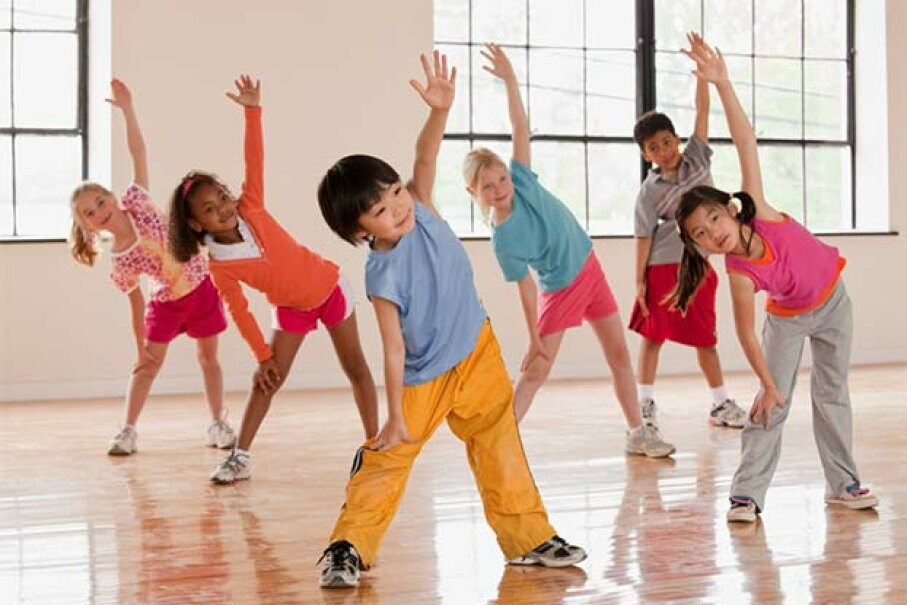 Regular P.E. helps kids learn sports and valuable life skills but the timeframe is not enough to help children lose weight. Ariel Skelley/Blend Images/Getty Images