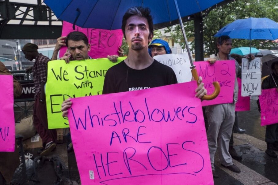 Supporters of whistleblower Edward J. Snowden at a New York City rally in June 2013. © Tony Savino/Corbis