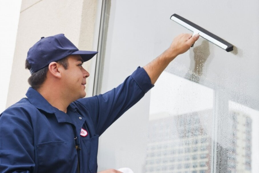 What Do Professional Window Washers Use To Clean Windows
