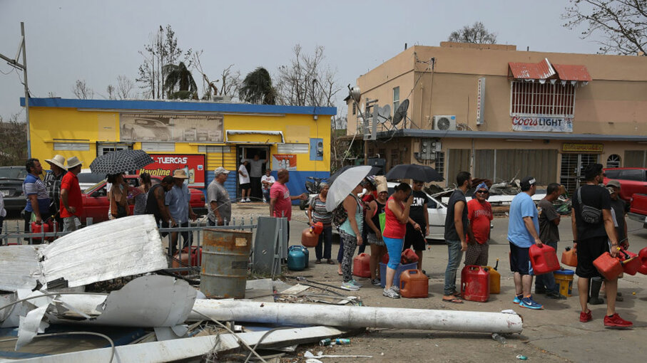 people waiting for gas after Hurricane Maria, Puerto Rico